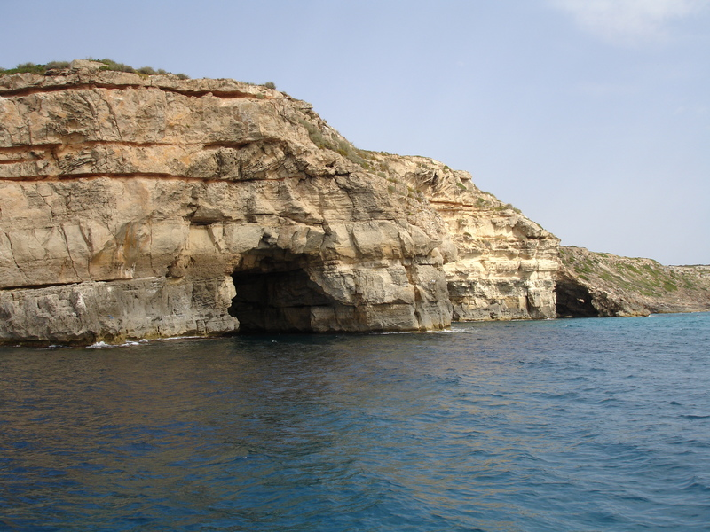 Пещерата по брега на далечното море  0715-170137